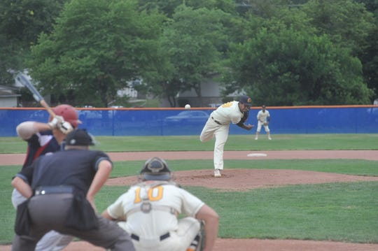 Jose De La Cruz pitches against the Licking County Settlers.