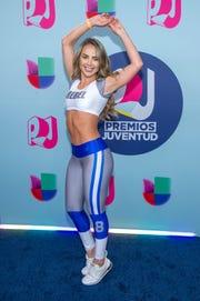 La actriz y presentadora colombiana Ximena Cordova posa a su llegada a la alfombra roja de los Premios Juventud 2018, en el Watsco Center, en la ciudad de Coral Gables, en Florida el domingo 22 de julio de 2018.