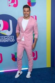 Carlos Rivera posa a su llegada a la alfombra roja de los Premios Juventud 2018.