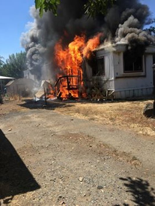 Fire destroys mobile home in Cottonwood