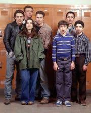 "The ""Freaks and Geeks"" cast included (l-r) James Franco, Jason Segel, Linda Cardellini, Seth Rogen, John Francis Daley, Martin Starr and Samm Levine."