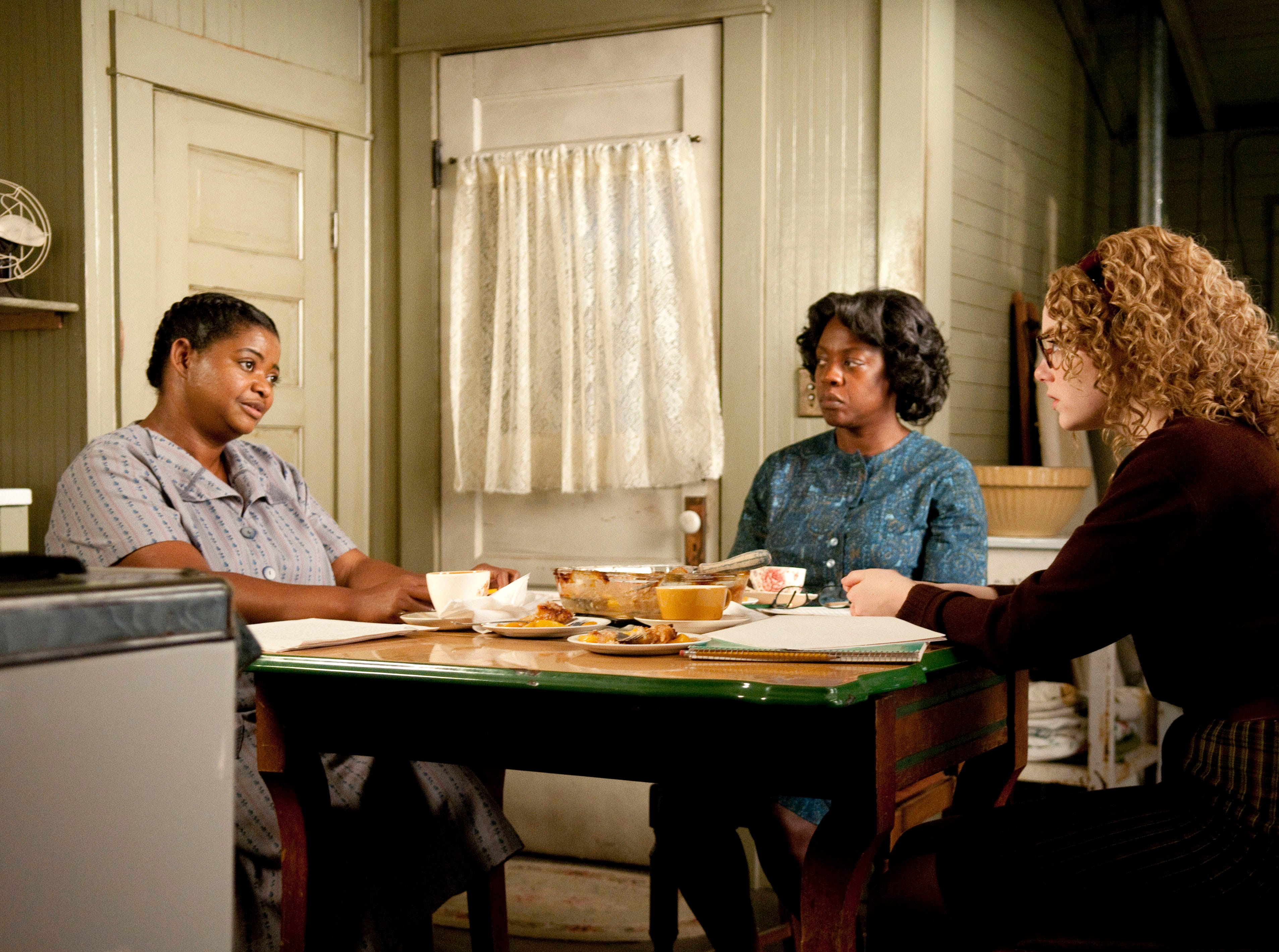 """In Jackson, Mississippi in 1963, Minny Jackson (Octavia Spencer, left), Aibileen Clark (Viola Davis, center) and Skeeter Phelan (Emma Stone, right) form an improbable alliance, resulting in a remarkable sisterhood that instills all of them with the courage to transcend the lines that define them in a scene from the motion picture """"The Help."""" Photo by Dale Robinette, DreamWorks Pictures [Via MerlinFTP Drop]"""