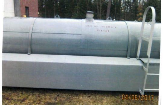 1000 Gallon tank