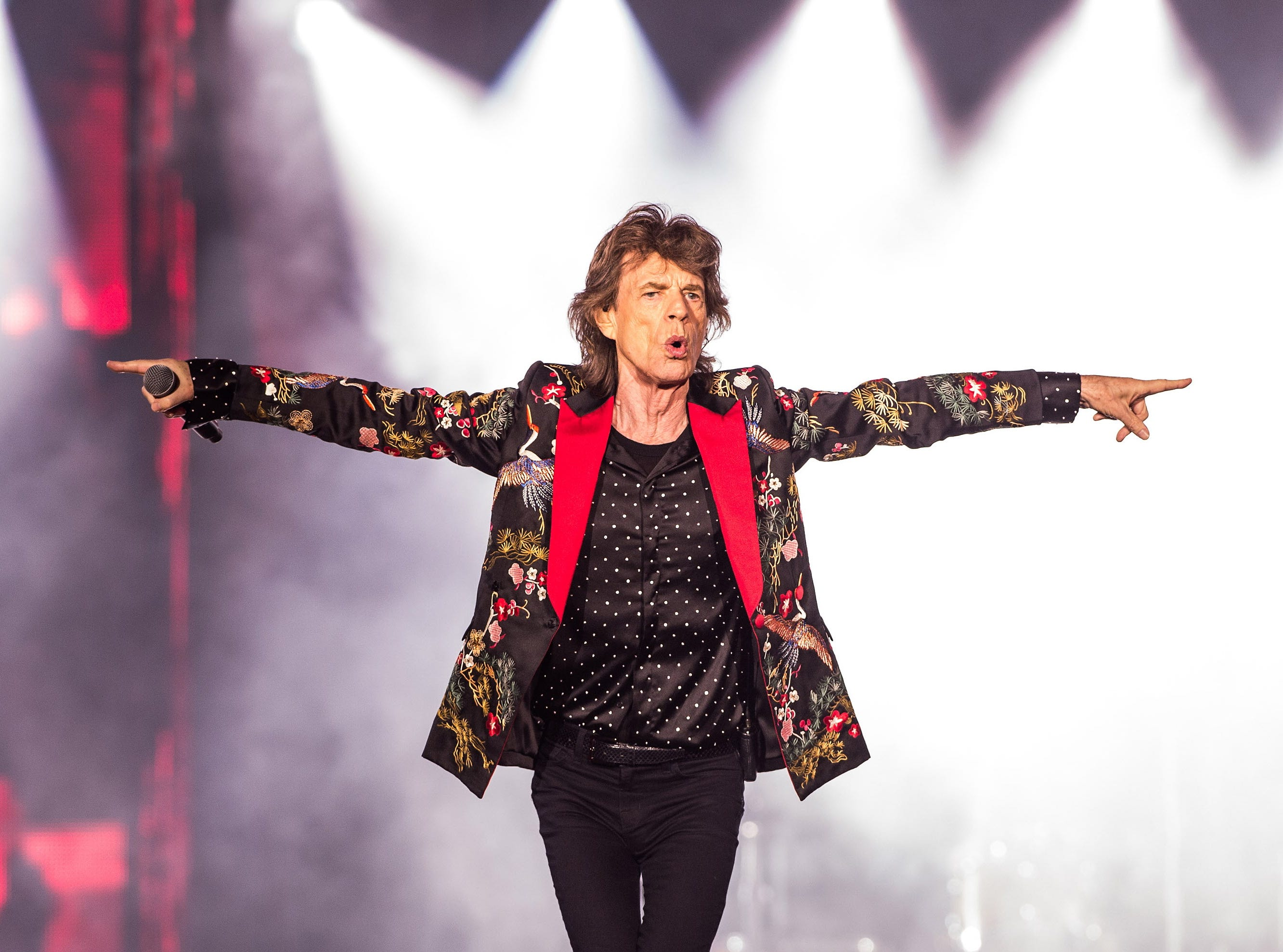 NANTERRE, FRANCE - OCTOBER 19:  Mick Jagger of The Rolling Stones performs live on stage at U Arena on October 19, 2017 in Nanterre, France.  (Photo by Brian Rasic/WireImage) ORG XMIT: 775059905 ORIG FILE ID: 863227756