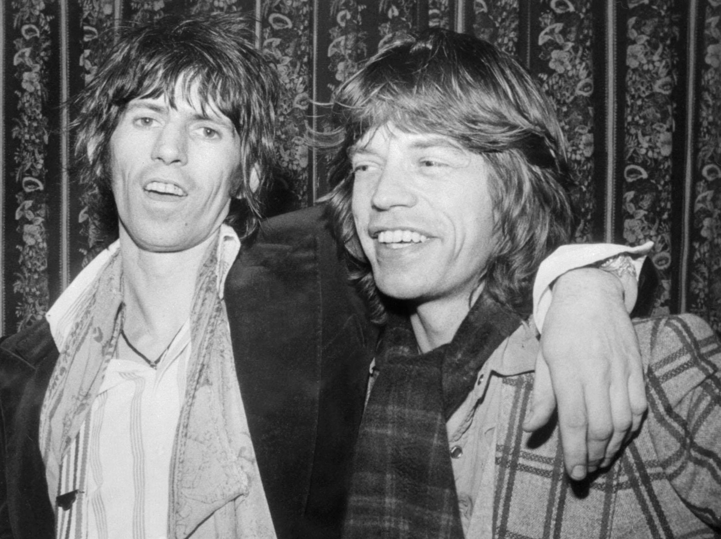 TO GO WITH AFP STORY BY JAMES PHEBY (FILES) A file picture taken in London, on January 12, 1977, shows Rolling Stones Keith Richards (L) and Mick Jagger. Most London shoppers rush by 165 Oxford Street without a second glance -- but it was here 50 years ago that The Rolling Stones played their first gig and changed the landscape of pop music forever. Mick Jagger, Keith Richards and Brian Jones played The Marquee Club on July 12, 1962 with three others, the first time they performed under the band name which would become synomymous worldwide with excess and muscial flair.  AFP PHOTO /FILES-/AFP/GettyImages ORIG FILE ID: 512206243