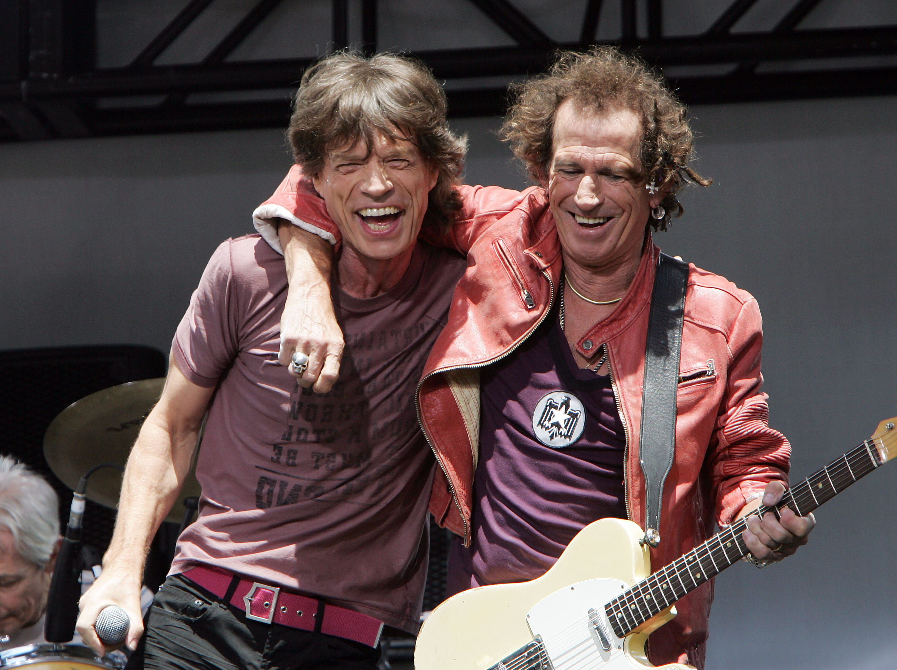 NEW YORK - MAY 10:  Keith Richards (R) and Mick Jagger of The Rolling Stones perform onstage during a press conference to announce a world tour at the Julliard Music School May 10, 2005 in New York City.  (Photo by Scott Gries/Getty Images) *** Local Caption *** Keith Richards; Mick Jagger ORG XMIT: 52773249 GTY ID: 73249SG035_rs