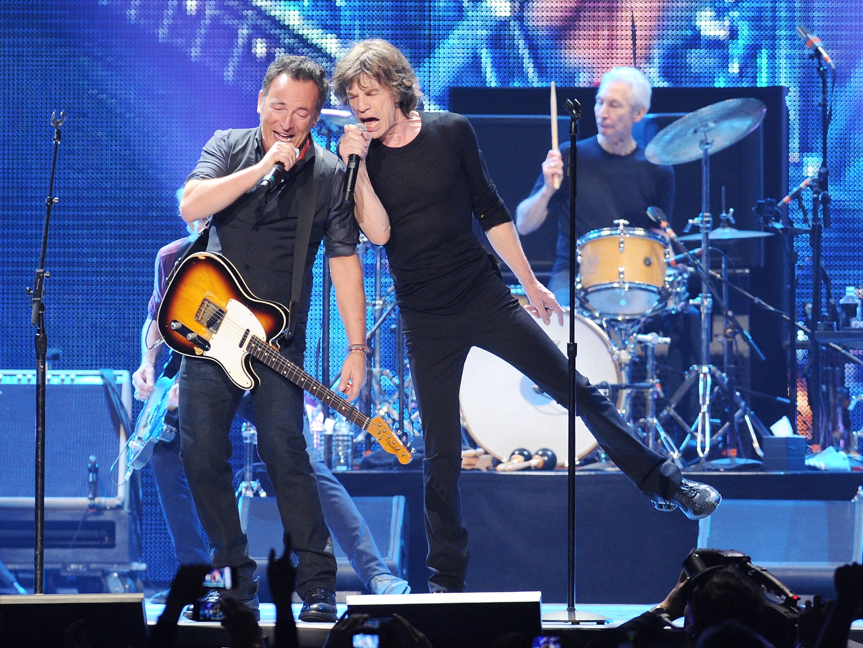 Musician Bruce Springsteen, left, performs with Mick Jagger of The Rolling Stones at the Prudential Center in Newark, NJ on Saturday, Dec. 15, 2012. (Photo by Evan Agostini/Invision/AP) ORG XMIT: NYEA110