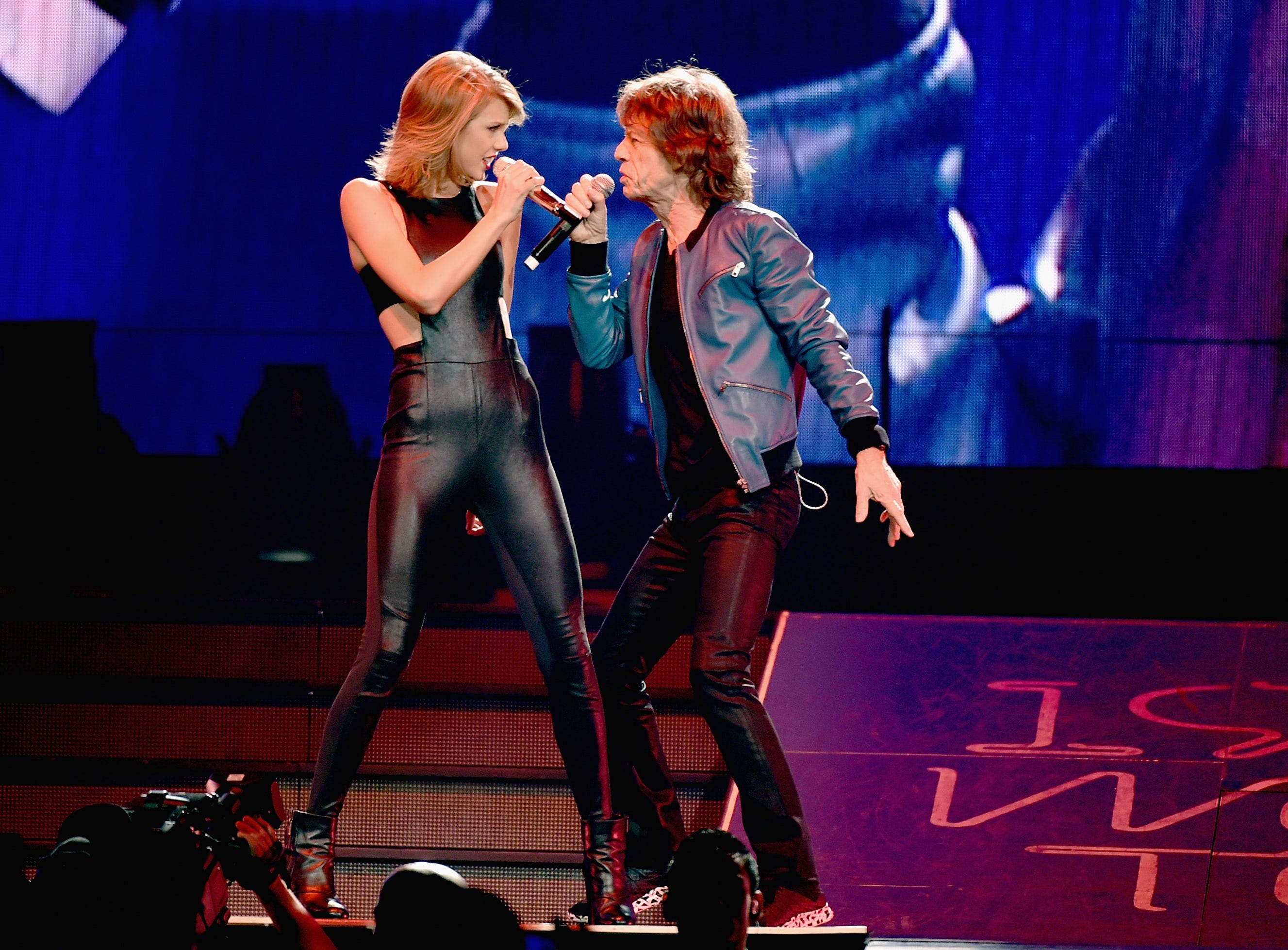 Singer/songwriter Taylor Swift performs onstage with Mick Jagger  during The 1989 World Tour live in Nashville at Bridgestone Arena at Bridgestone Arena on September 26, 2015 in Nashville, Tennessee. *** Local Caption *** Taylor Swift ORG XMIT: 580072265 [Via MerlinFTP Drop]