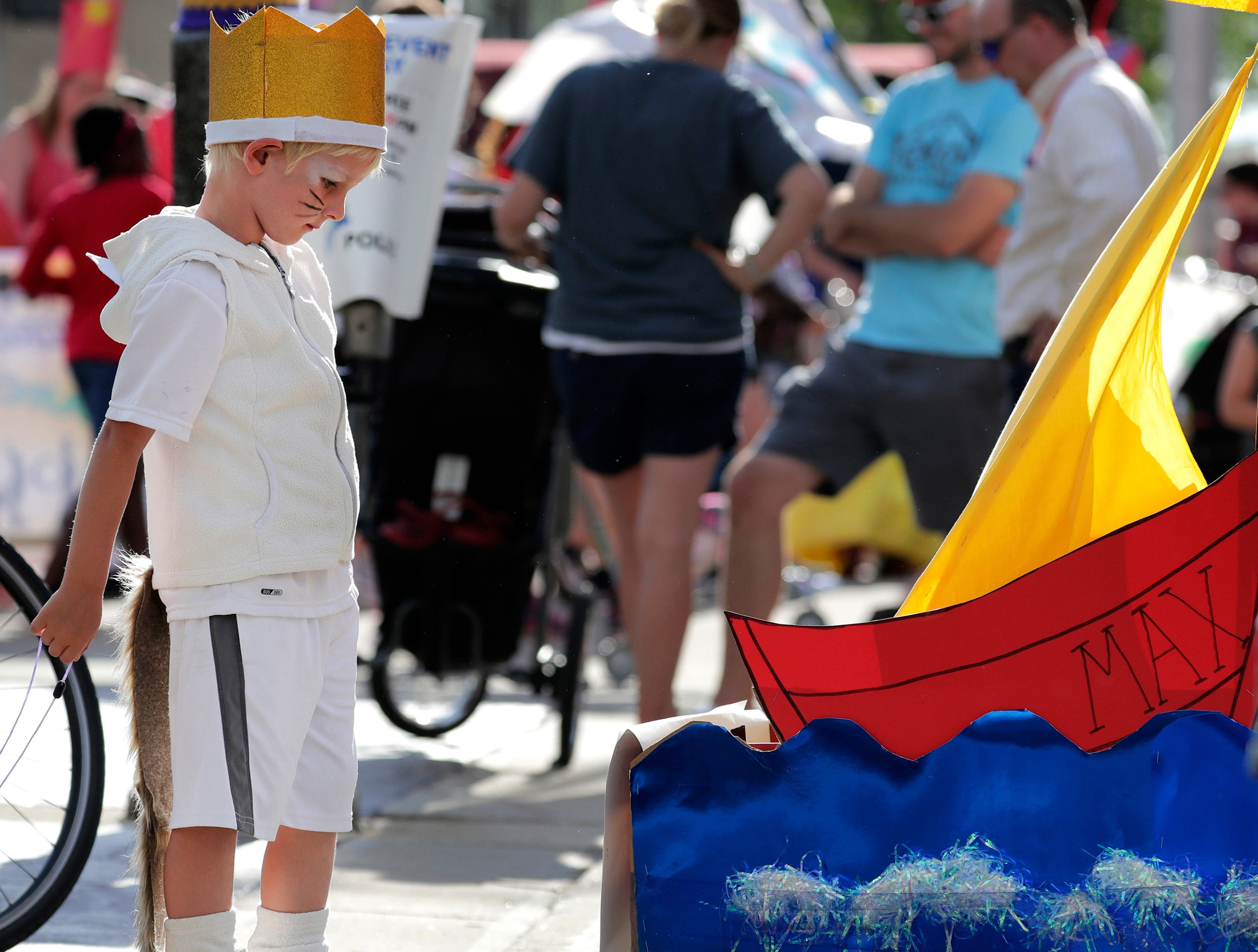 Max Isaacson, 5, of Appleton gets reading for the 10th annual Children's Parade Wednesday, July 25, 2018, in Appleton, Wis. Danny Damiani/USA TODAY NETWORK-Wisconsin
