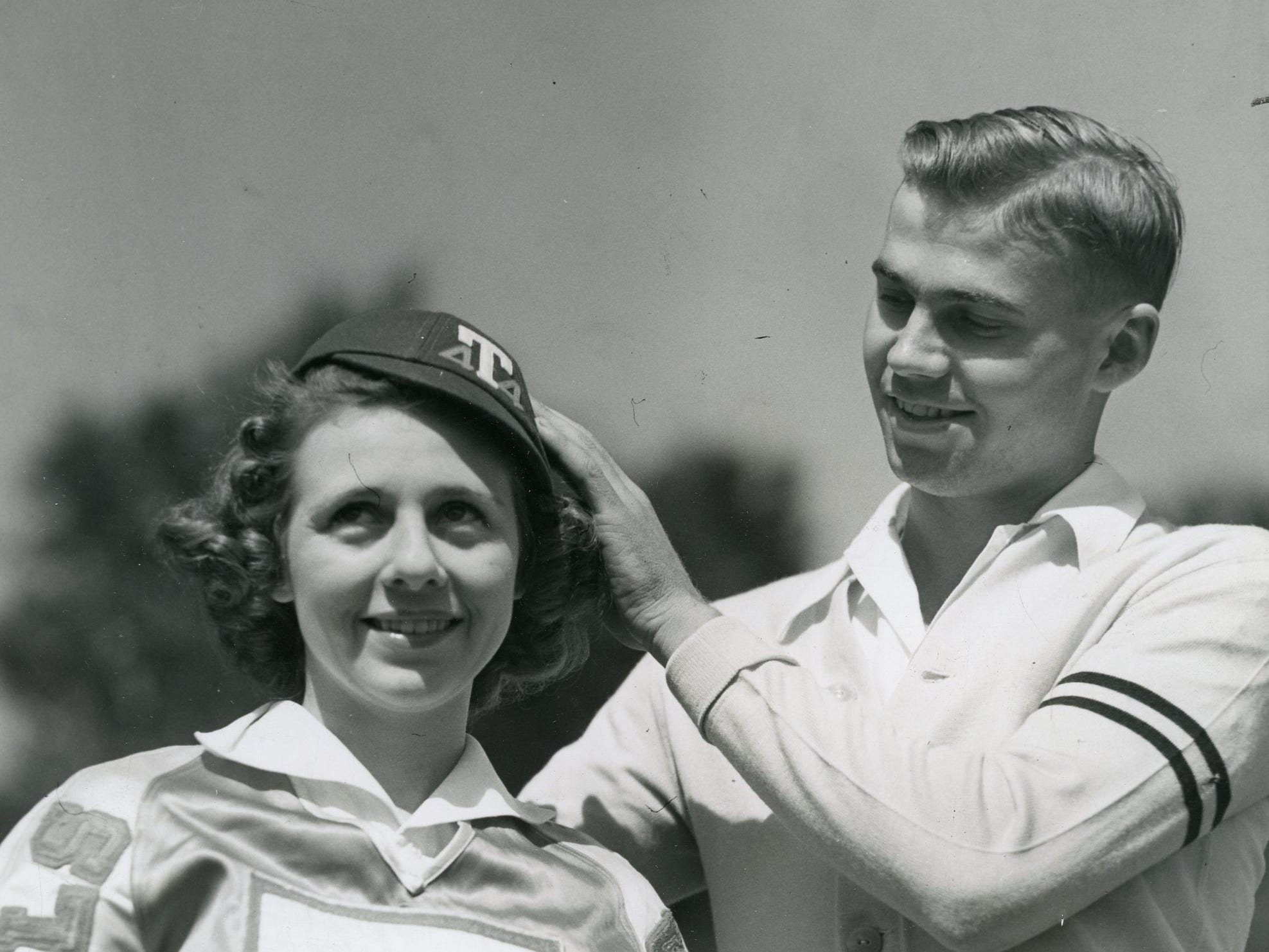 UT cheerleaders Fay Griffin and Ted Cook, October, 1940.
