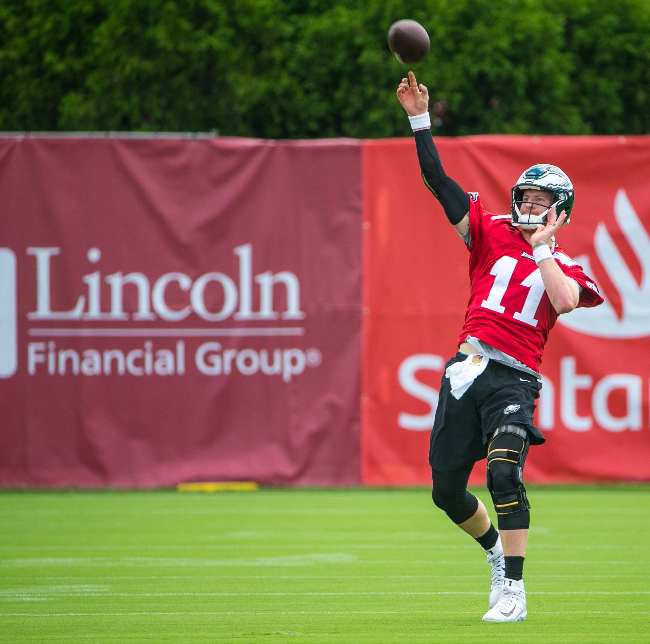 Carson Wentz looks good in Eagles' practice, details working out on honeymoon