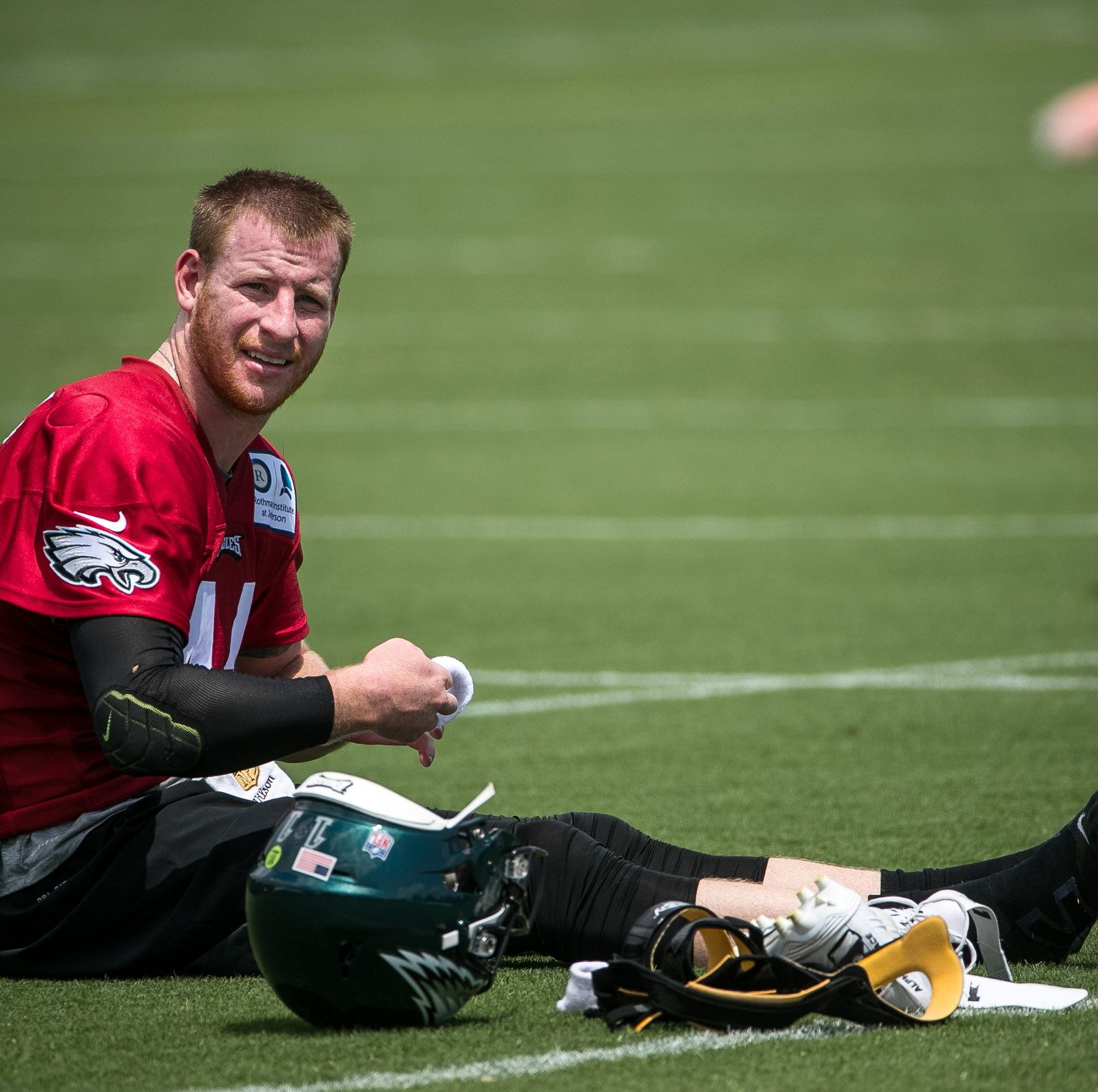 Eagles training camp: Observations from Sunday as Wentz's workload dials back