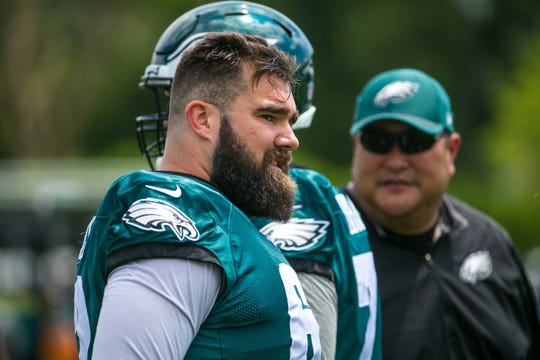Eagles center Jason Kelce warms up on the field in 2018 training camp.
