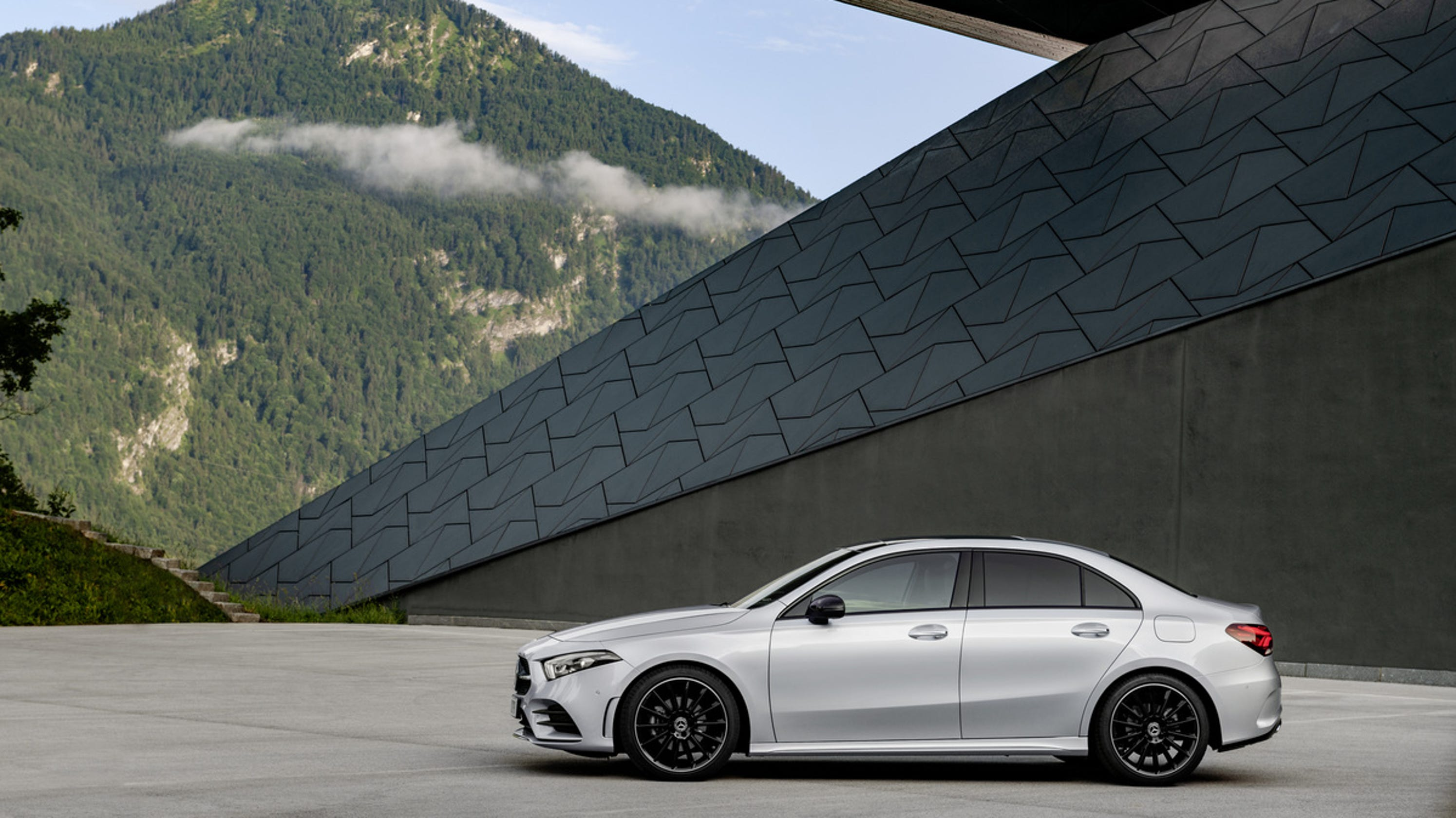 Mercedes benz reveals a class compact luxury car for u s for Mercedes benz luxury