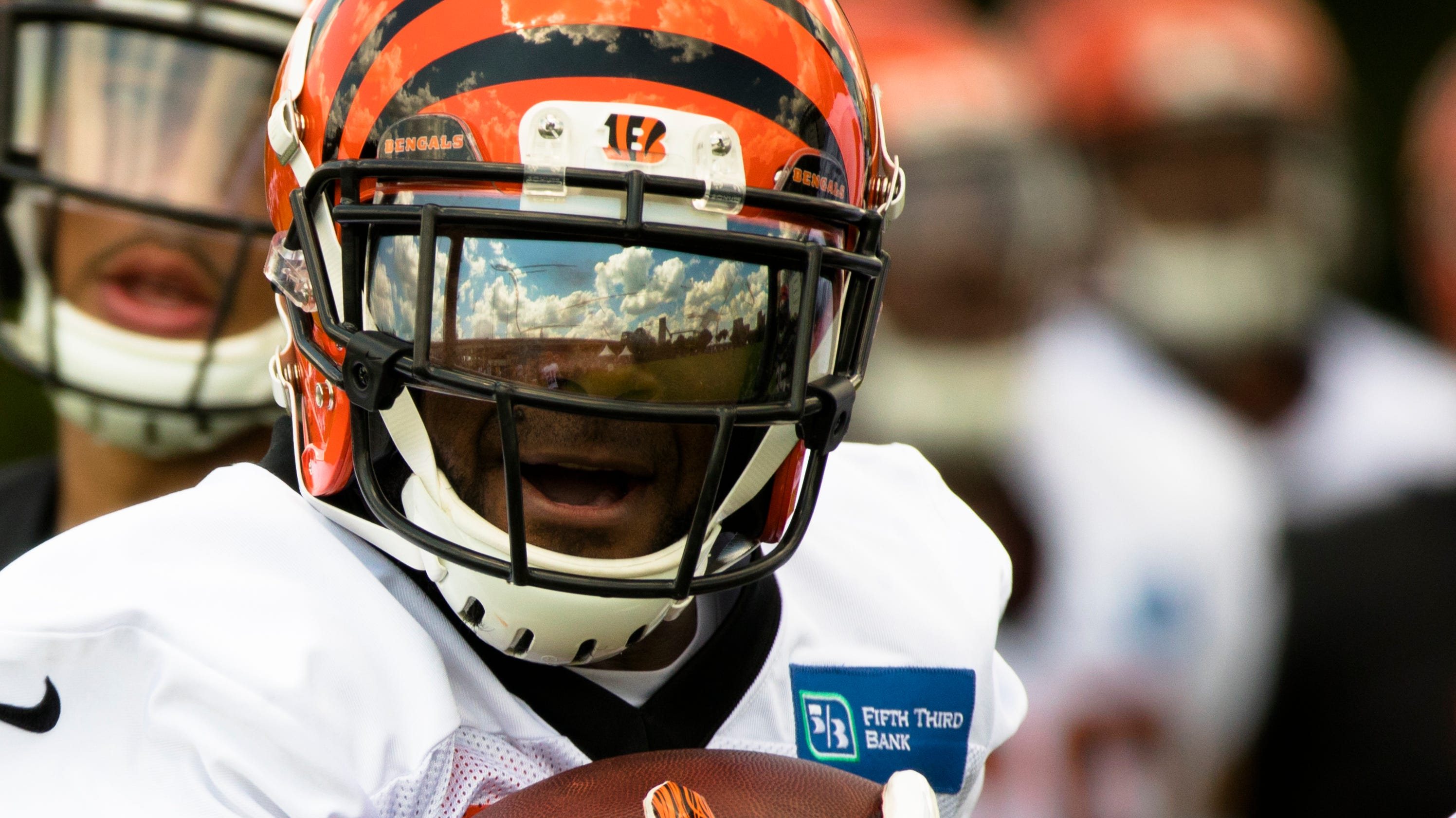 Bengals Walkthru: Bernard's thoughtful minivan gift and rare