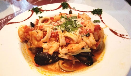 Casa Bella's Frutti di Mare (fruits of the sea) was shrimp, rings of calamari, bits of scungilli, and clams and mussels in the shell tossed with fresh garlic, herbs, and Roma tomatoes and served over linguine.
