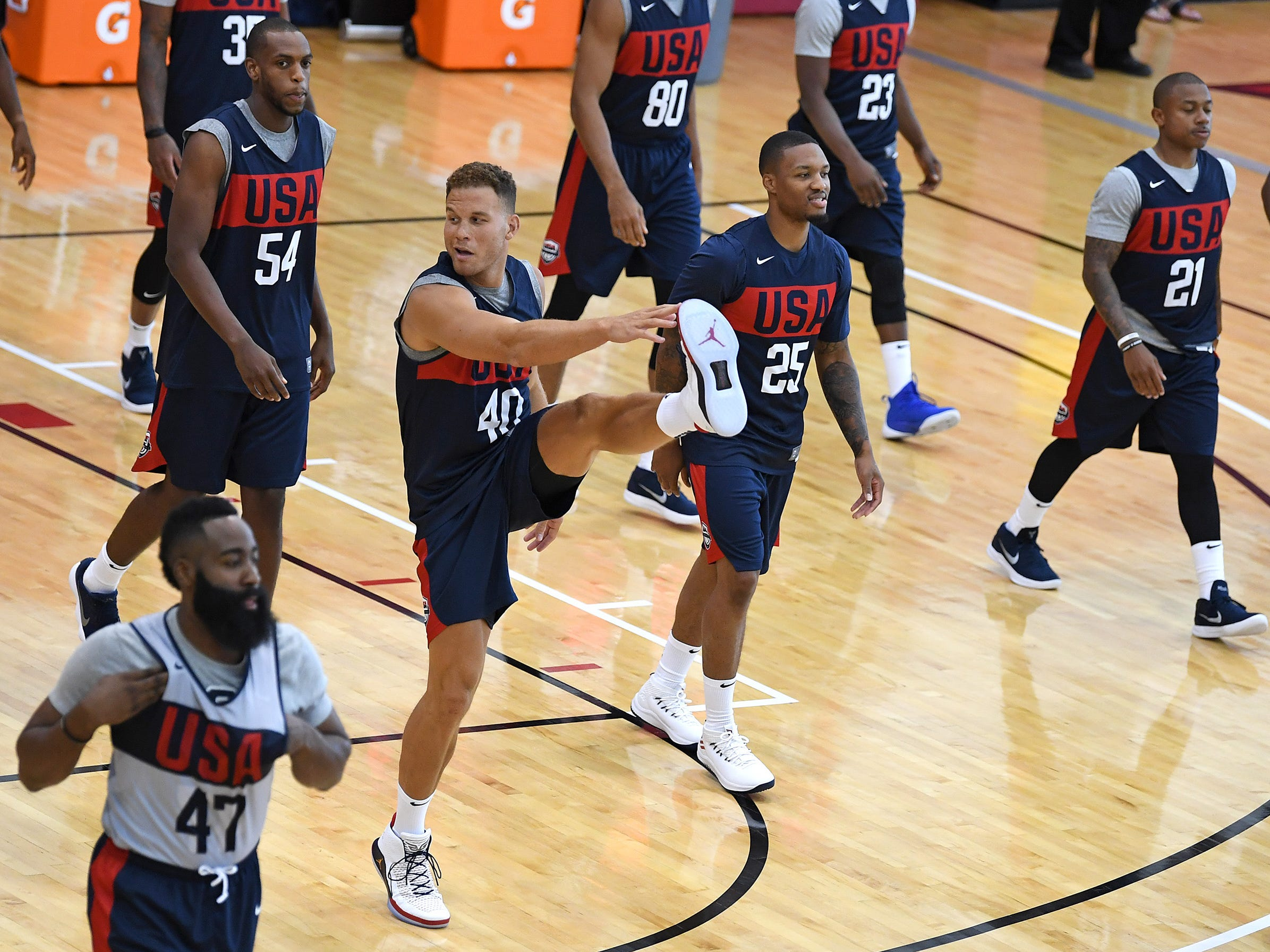 Blake Griffin warms up with teammates at the start of the 2018 USA Basketball National Team Minicamp.