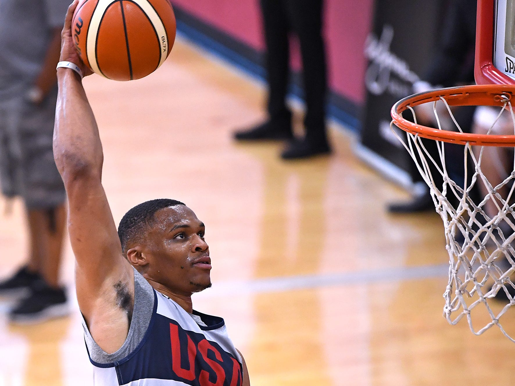 Russell Westbrook dunks during the 2018 USA Basketball National Team Minicamp.
