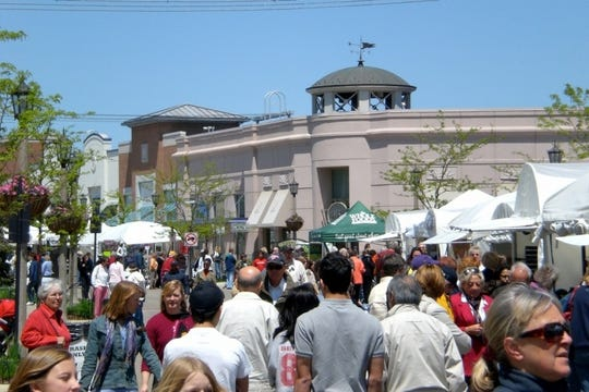 The work of 100-plus artists will be featured this weekend at the Village of Rochester Hills shopping area.
