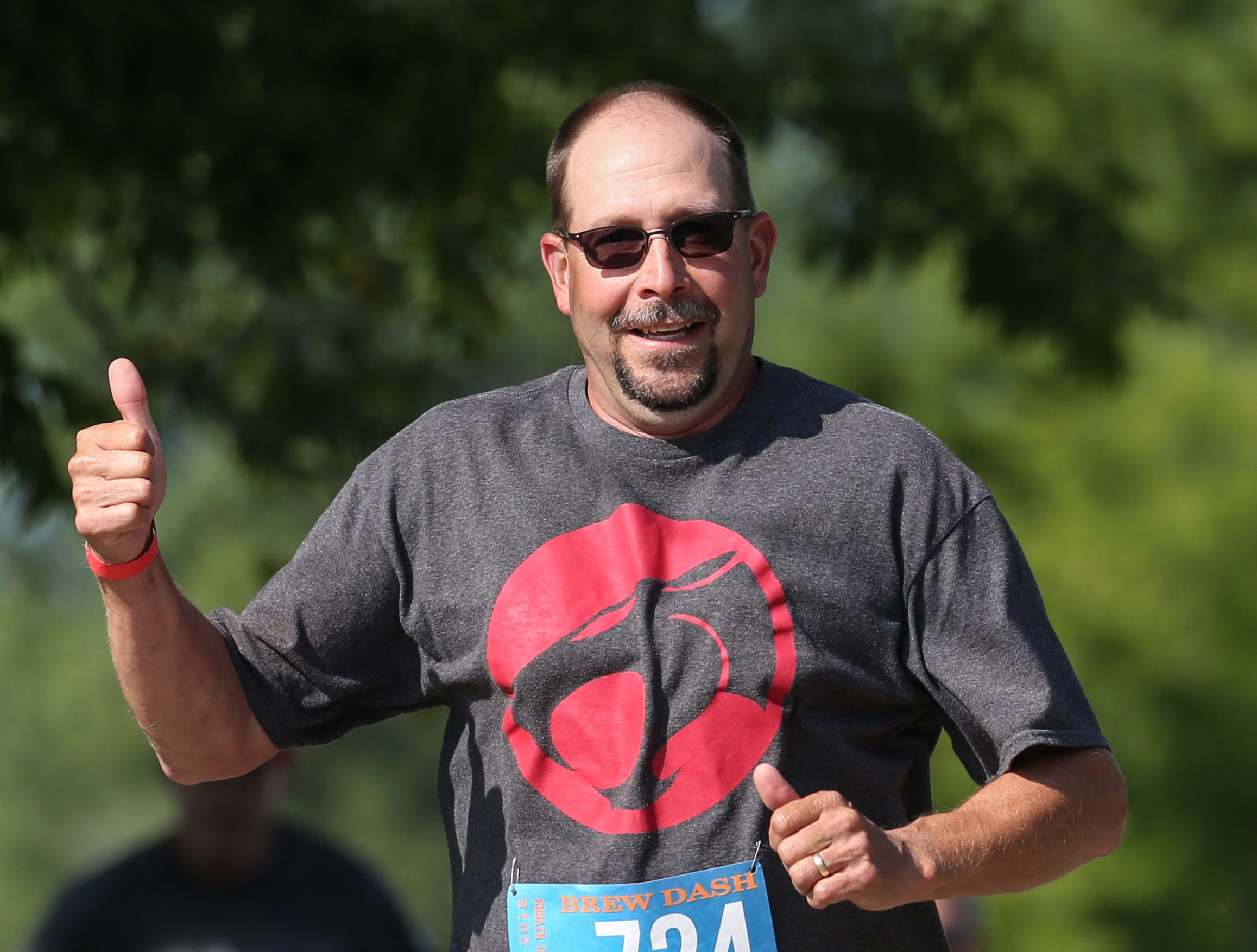 Bryan Elias gives a thumbs up during the 5K Brew Dash Saturday, July 28, 2018, in Two Rivers, Wis. Josh Clark/USA TODAY NETWORK-Wisconsin
