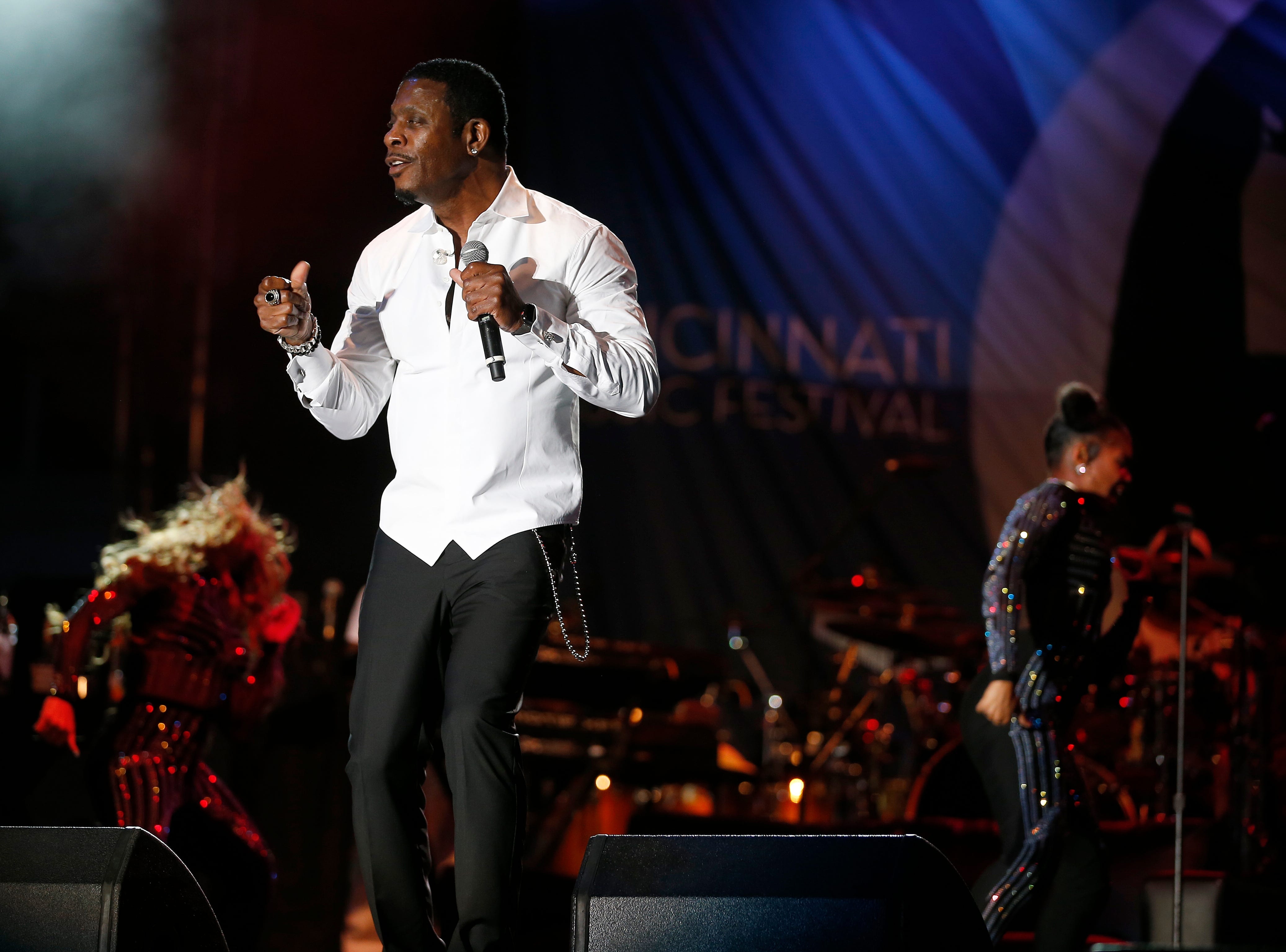 Keith Sweat entertains the crowd.