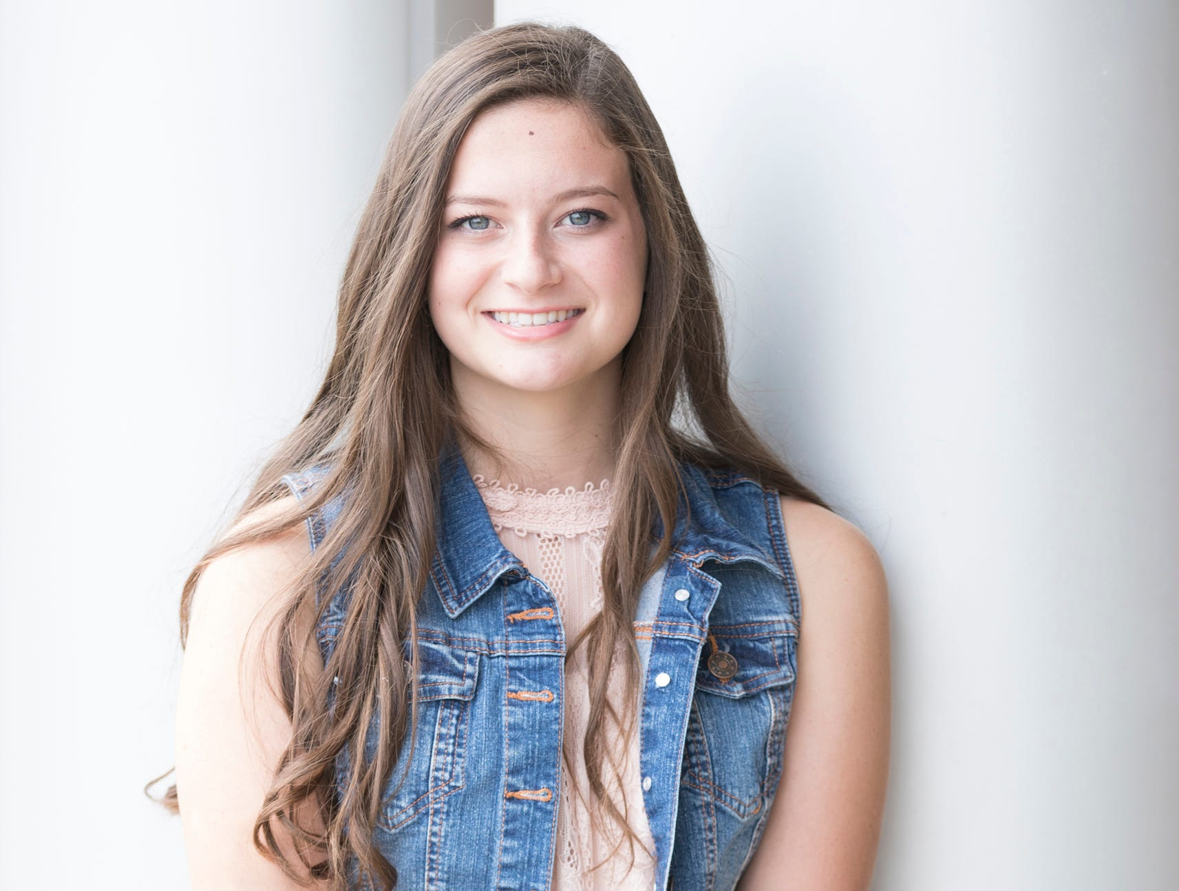 Chloe Davis is the 17-year-old daughter of Jason and Mandy Davis. She is representing the Clarksburg Jolly Beef Feeders. She attends Adena High School.
