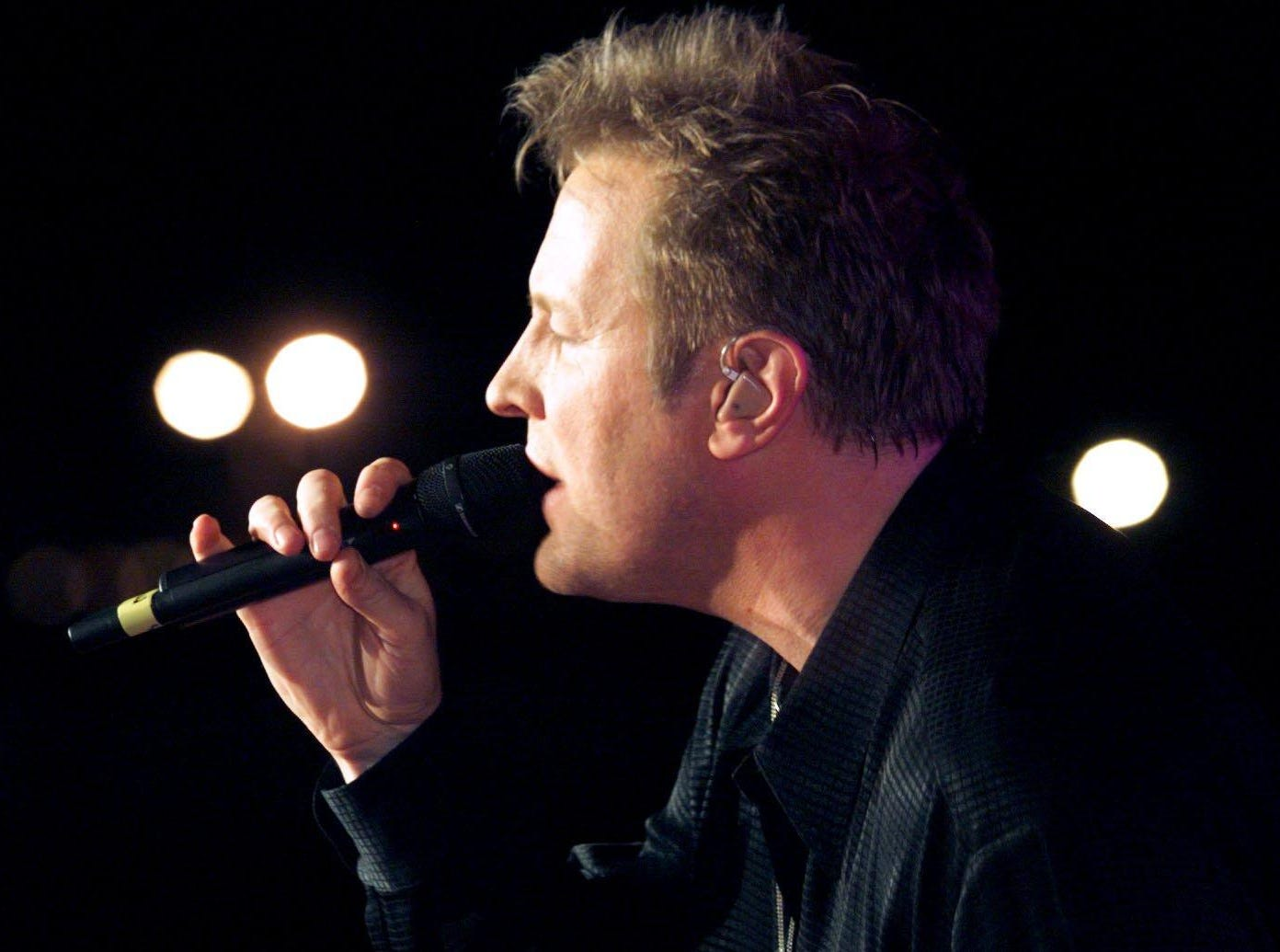 Collin Raye performs at Fan Fair in 1999.