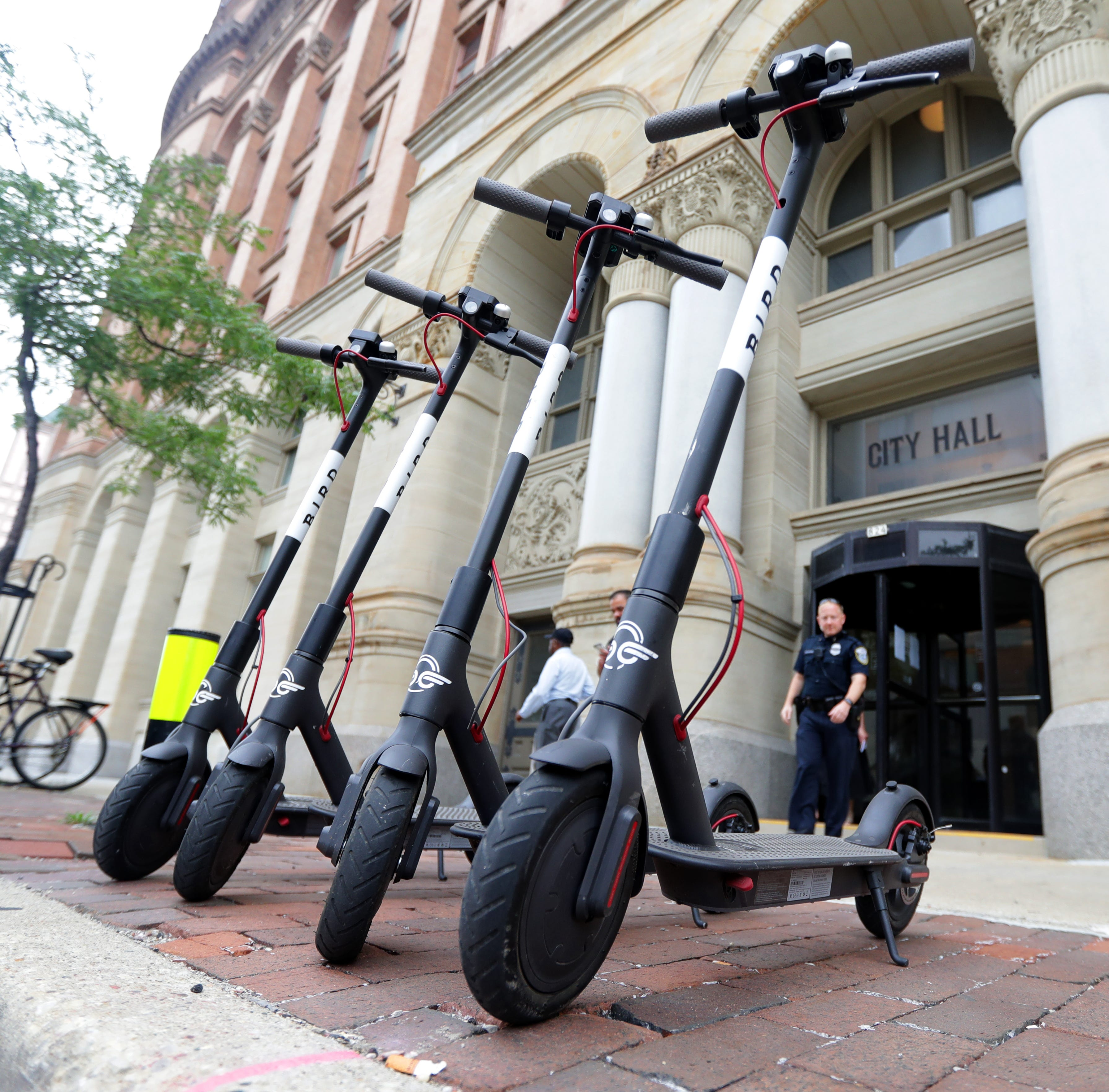 Bird scooters, Milwaukee reach settlement with summer around the corner