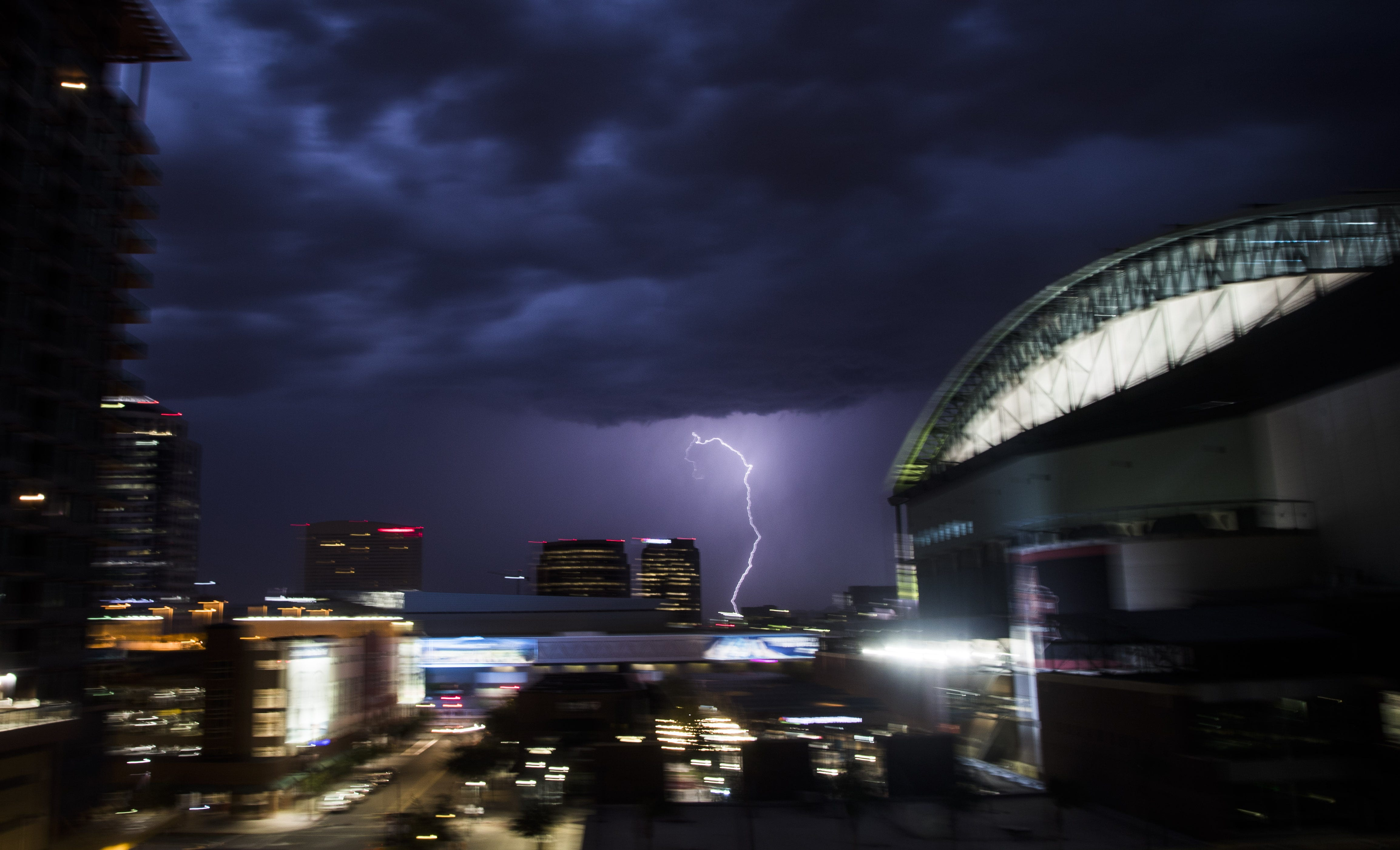 Storms Move Into Phoenix Area, More Than 100K Without Power, Lights Out At  Chase Field