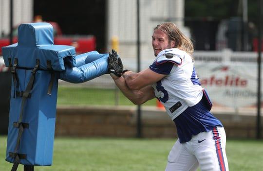 Defensive lineman Mat Boesen works on technique after practice.