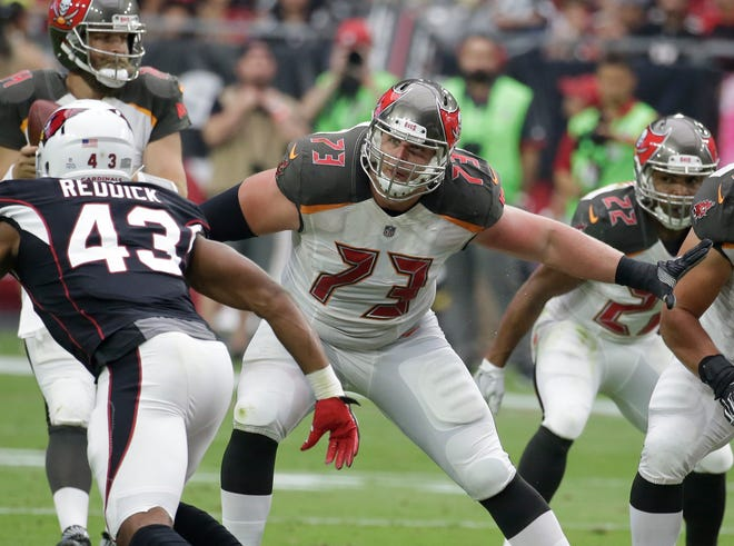 J.R. Sweezy (73), then with the Buccaneers, plays against the Cardinals in October 2017. The Seahawks have re-signed Sweezy, who started on the Seahawks teams that reached back-to-back Super Bowls.
