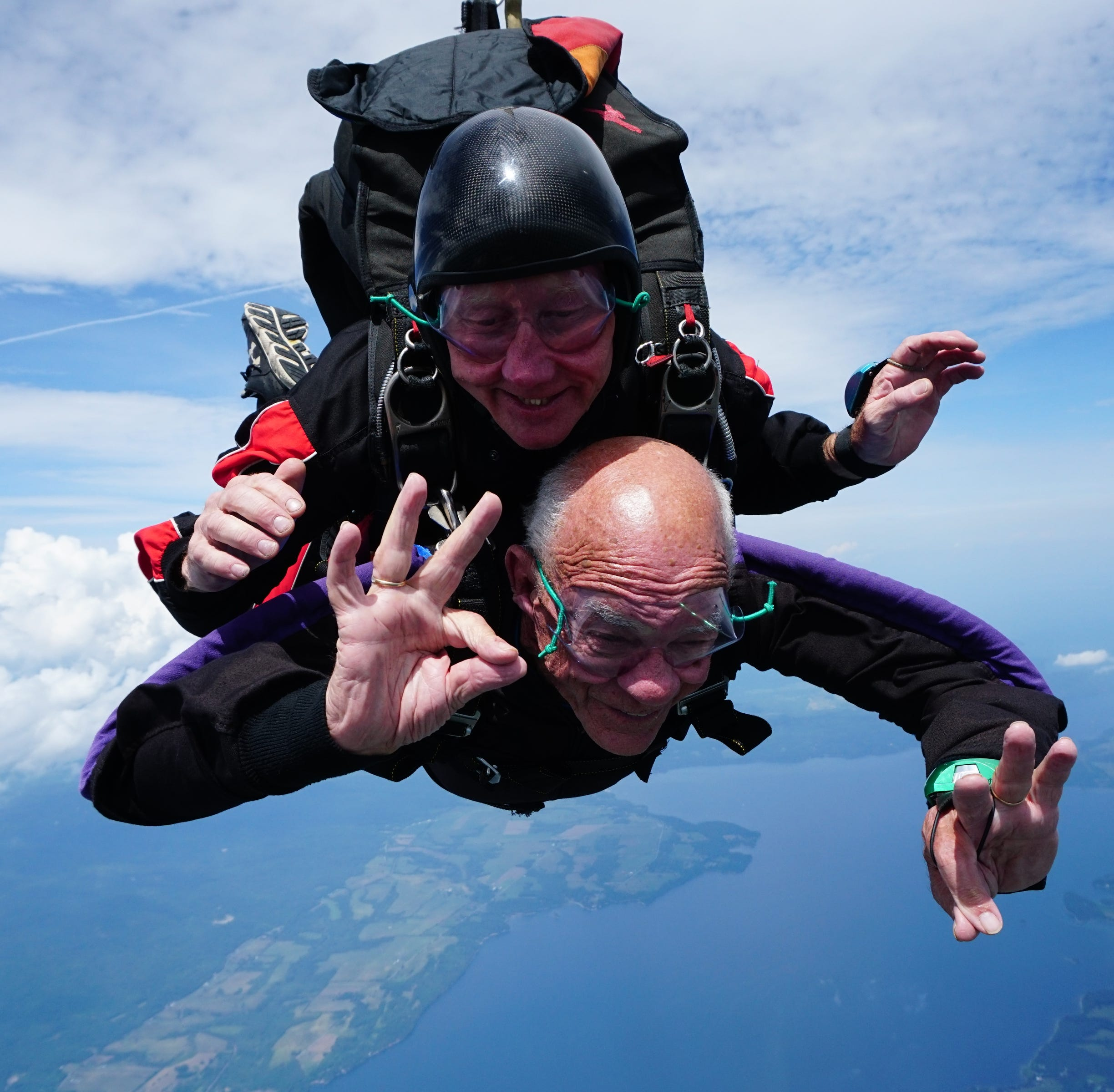 90-year-old Vermonter skydives to celebrate life