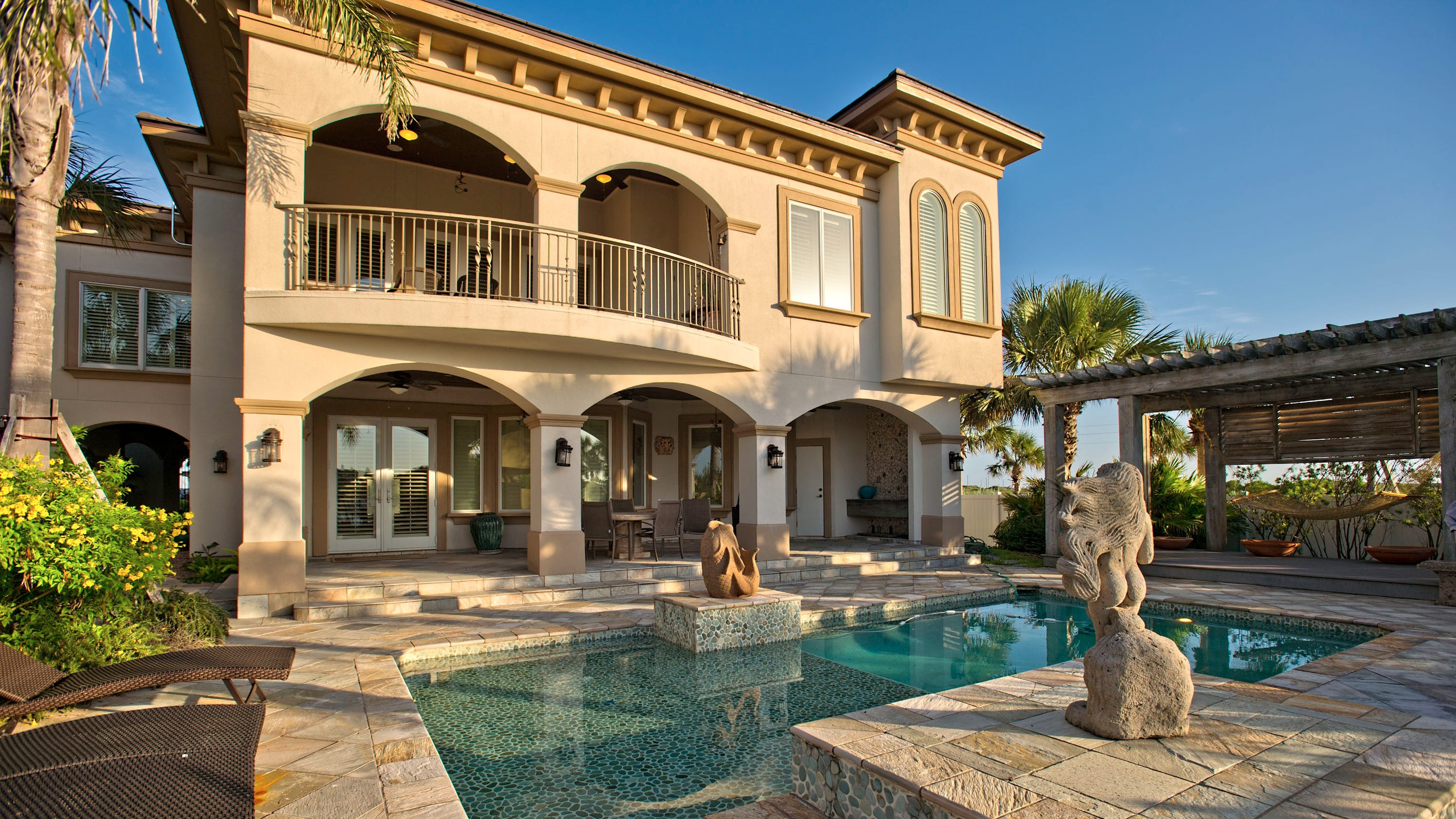 Sunday Homes: Port Aransas Modern Mediterranean
