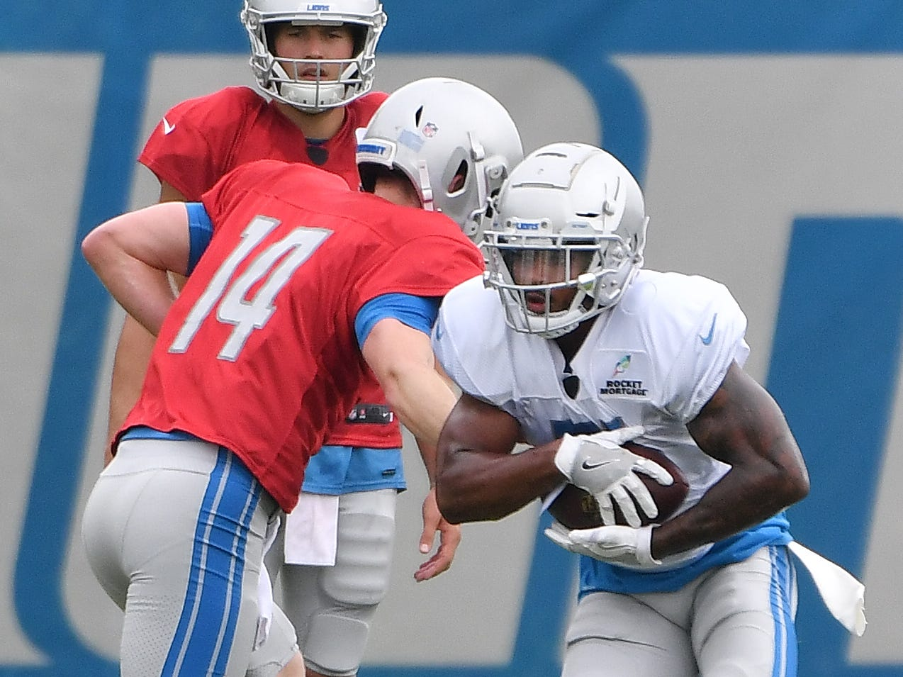 Lions quarterback Jake Rudock hands off to running back Ameer Abdullah.