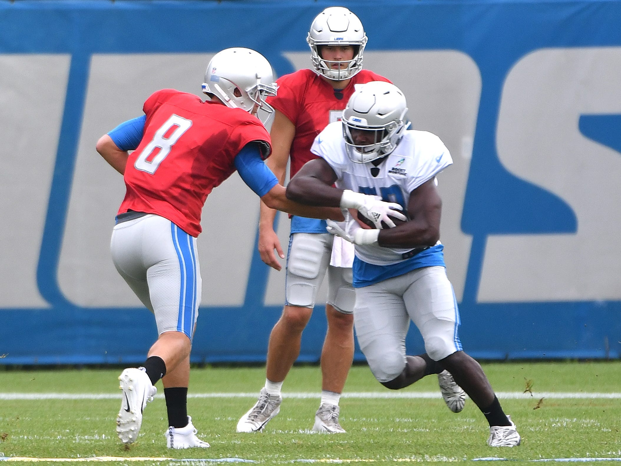 Lions quarterback Matt Cassel hands off to running back Kerryon Johnson.
