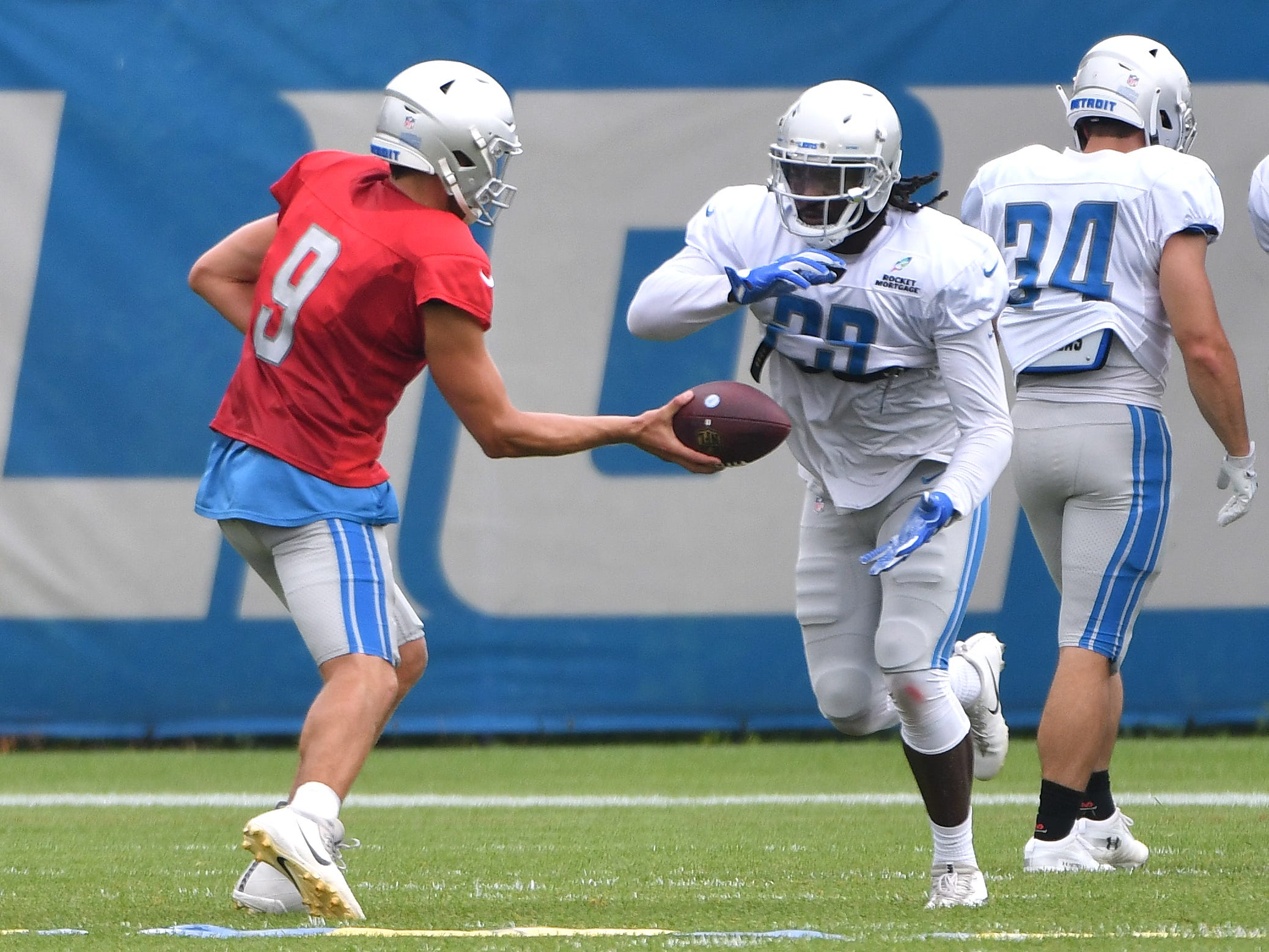 Lions quarterback Matthew Stafford hands off to running back LeGarrette Blount.