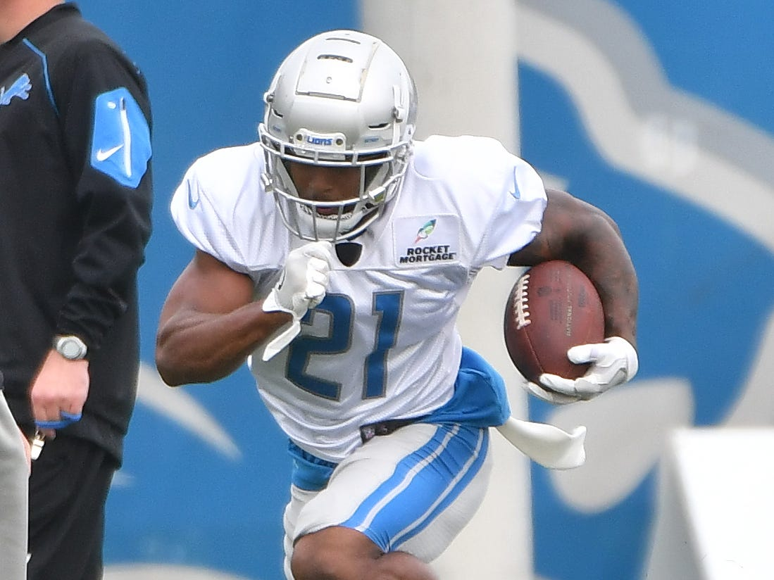 Lions running back Ameer Abdullah runs through the obstacles during drills.