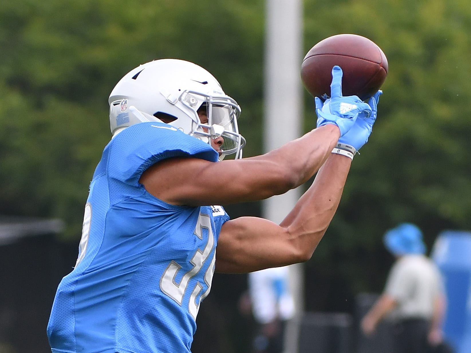 Lions cornerback Jamal Agnew pulls down a reception during drills.   Detroit Lions training camp in Allen Park, Michigan on August 1, 2018. (Image by Daniel Mears / The Detroit News)