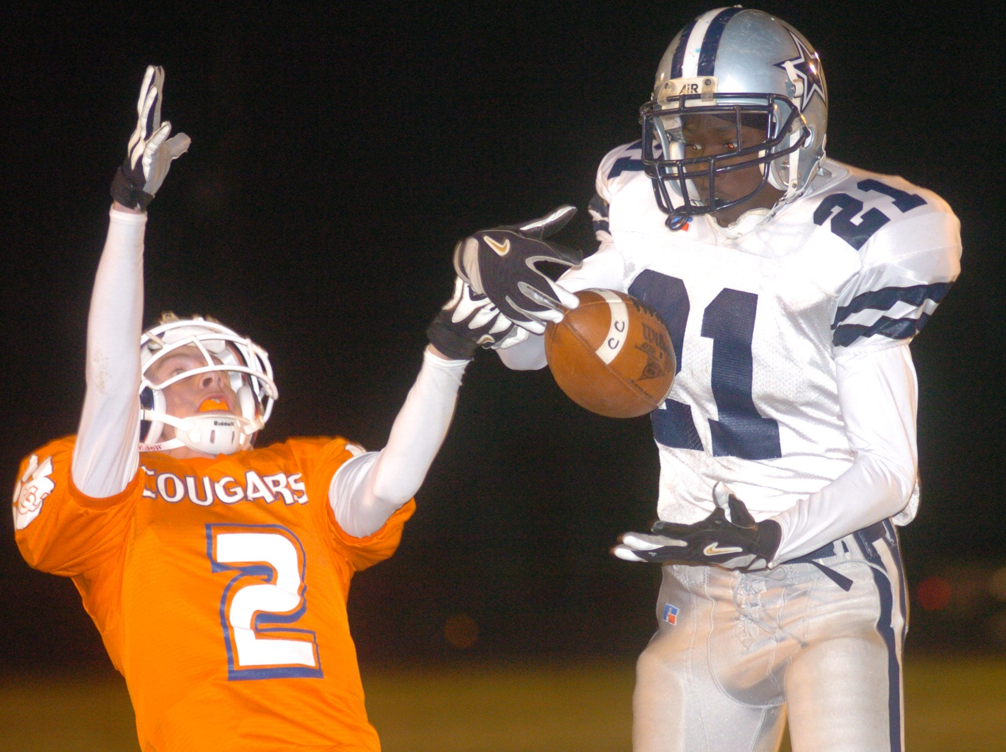 Farragut's Marcus Huie (21) deflects a pass intended for Campbell County's Josh Allen (2) in the first half Friday night at Campbell County. 11/05/2004
