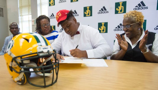 Genesis Hartley Signs With Central State