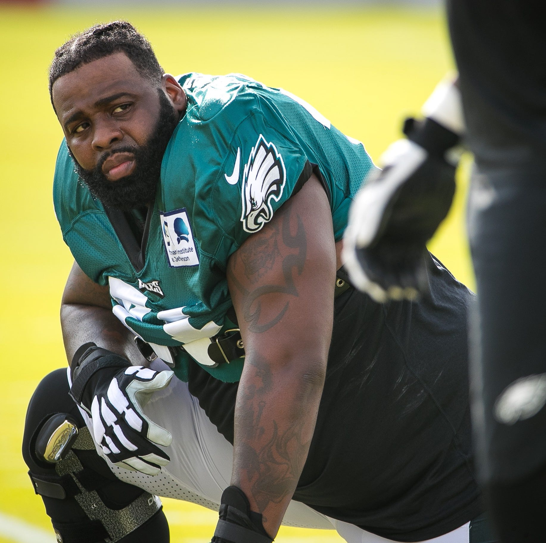 Eagles' star tackle Jason Peters playing with torn biceps; should he sit out?