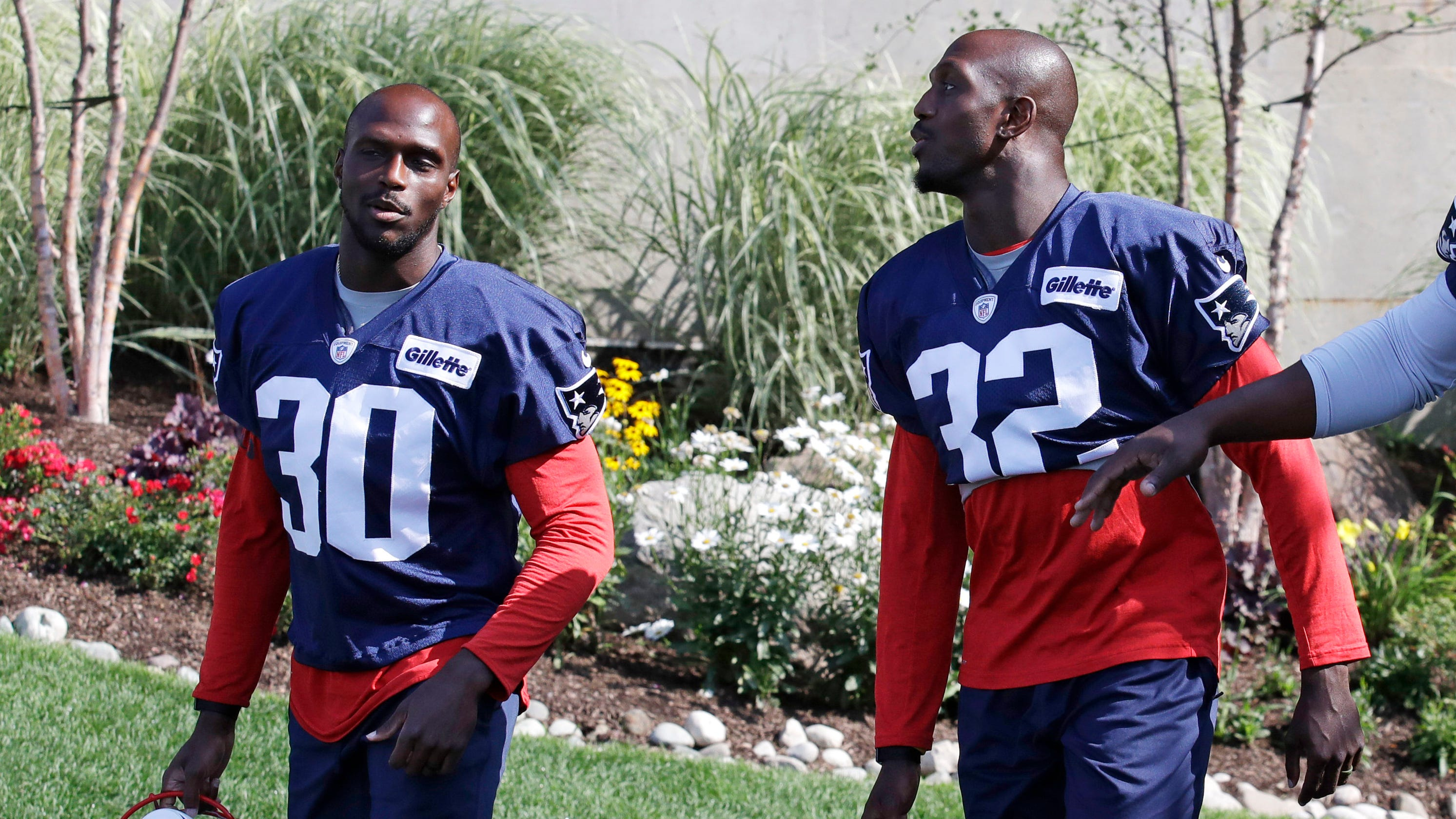 hot sales cc5b4 480de NFL Playoffs: Twins Devin and Jason McCourty together with ...