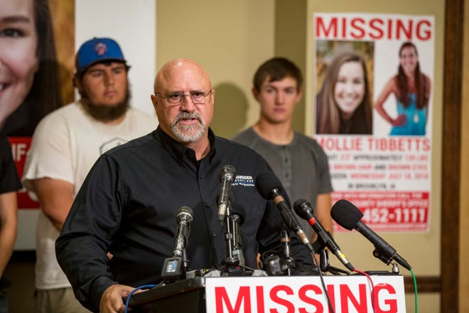 """Greg Willey with Crime Stoppers of Central Iowa announces  a """"Bring Mollie Tibbetts Home Safe Reward Fund"""" Thursday, Aug. 2, 2018, in Brooklyn, Iowa."""