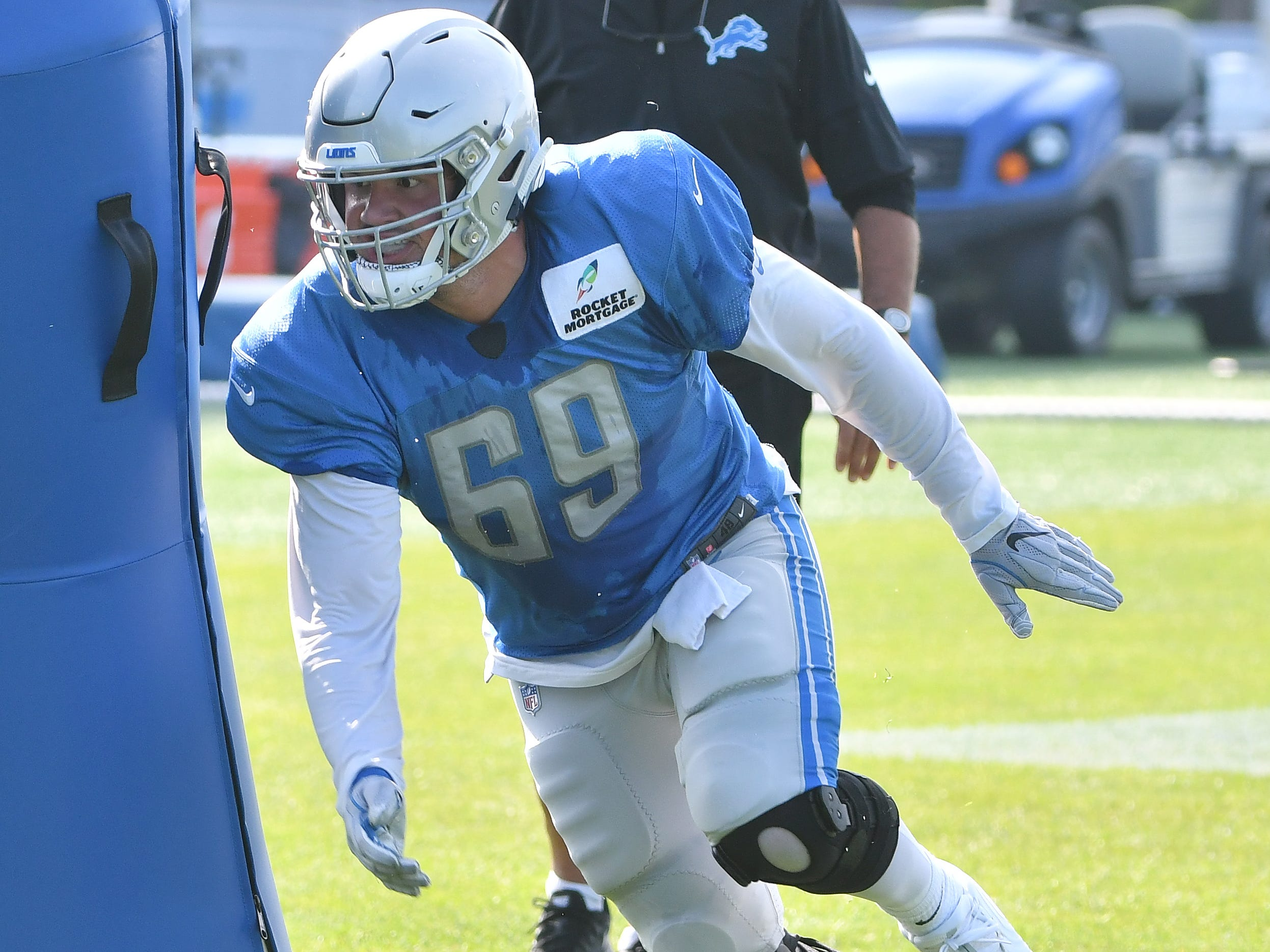 Lions defensive end Anthony Zettel works around the pylons.