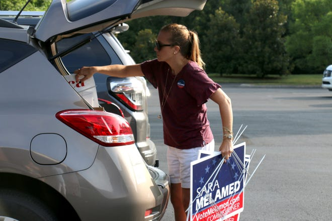 Williamson County Commission candidate Sara Melamed pulls campaign signs out of her car at the Brenthaven Presbyterian Church on Aug. 2, 2018.