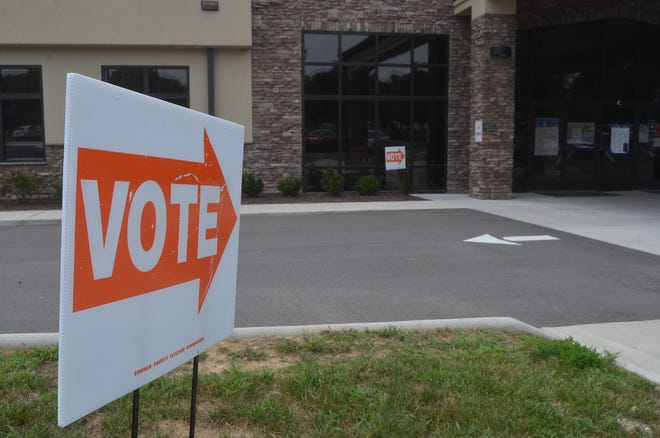 Sumner County residents voted for several contested seats in the County Commission and school board.