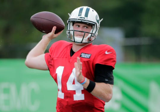 New York Jets quarterback Sam Darnold throws during practice at the NFL football team's training camp in Florham Park, N.J., Thursday, Aug. 2, 2018. (AP Photo/Seth Wenig)