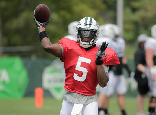 New York Jets quarterback Teddy Bridgewater participates during practice at the NFL football team's training camp in Florham Park, N.J., Thursday, Aug. 2, 2018. (AP Photo/Seth Wenig)