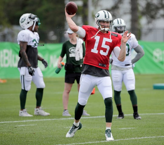 New York Jets quarterback Josh McCown throws during practice at the NFL football team's training camp in Florham Park, N.J., Thursday, Aug. 2, 2018. (AP Photo/Seth Wenig)