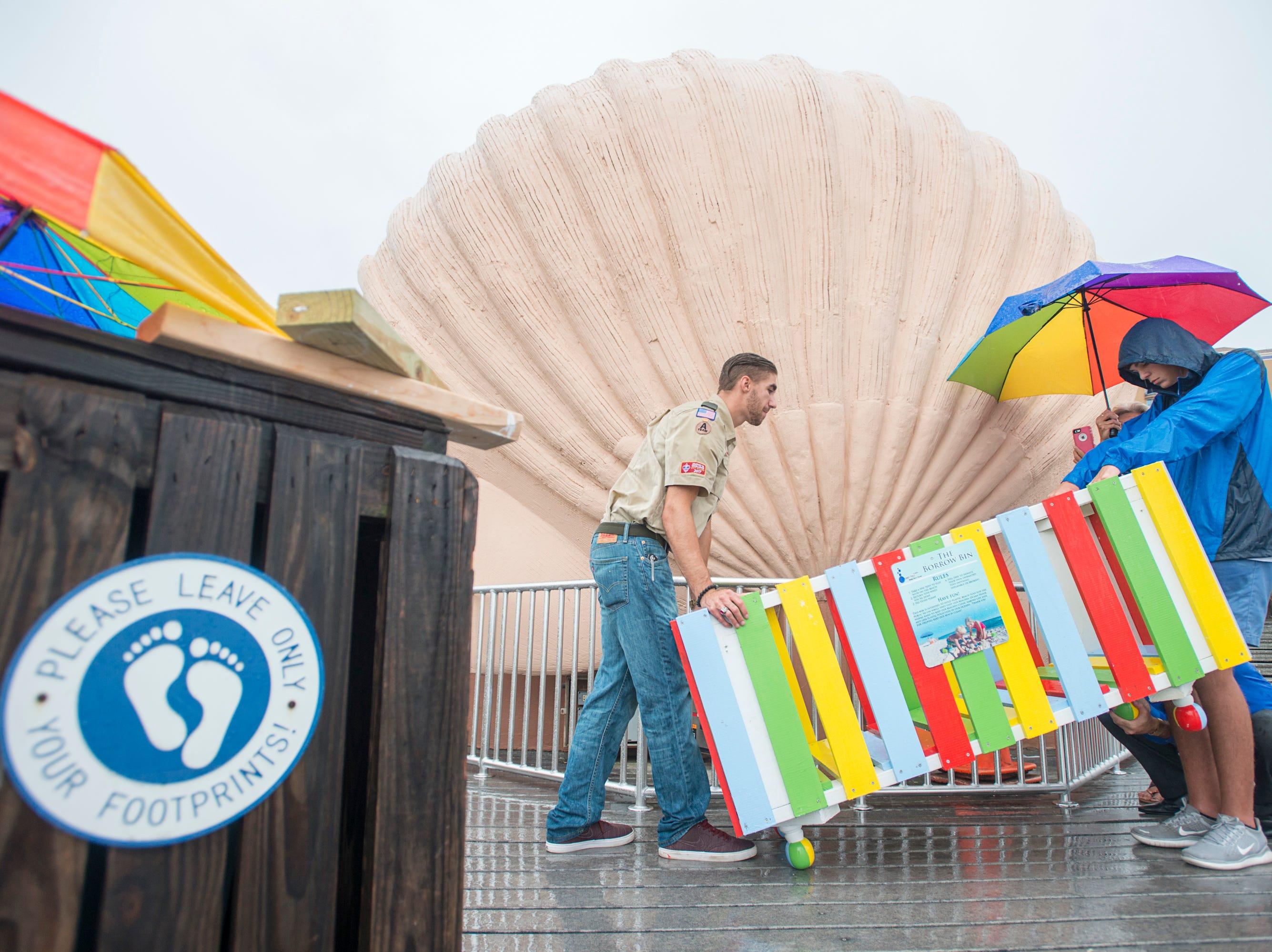 New Pensacola Beach toy borrowing bins aim to keep beach clean